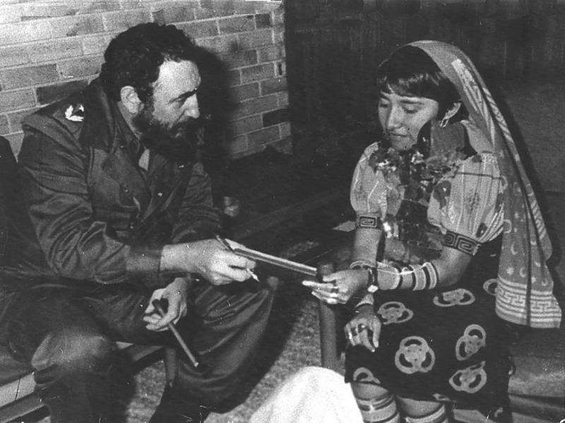 Fidel Castro meets a woman from Panama's Guna province in this undated file photo. (Courtesy: La Estrella de Panama, The Panama Star)